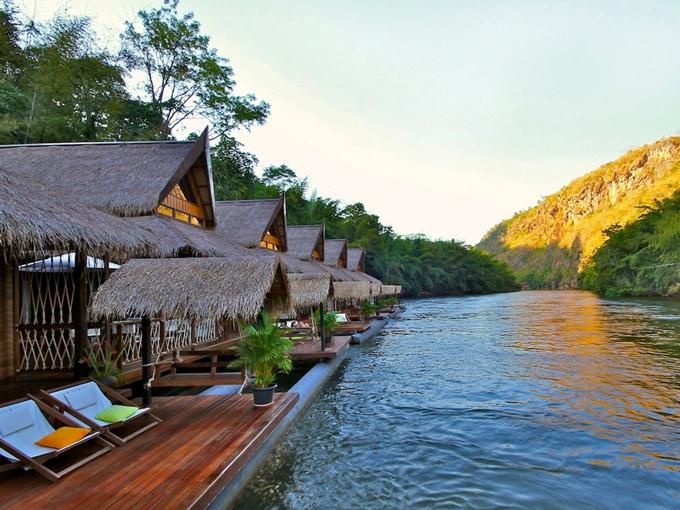 The Floathouse River Kwai Resort nằm bên cạnh sông Kwai