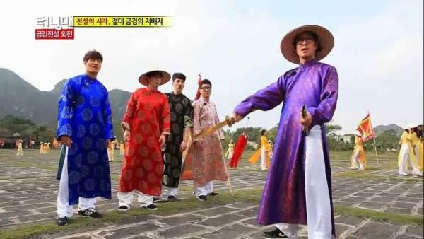 Các ngôi sao Hàn Quốc trong trang phục áo dài tại Việt Nam
