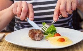 Những quy tắc ăn uống nhất định phải biết trước khi đi du lịch