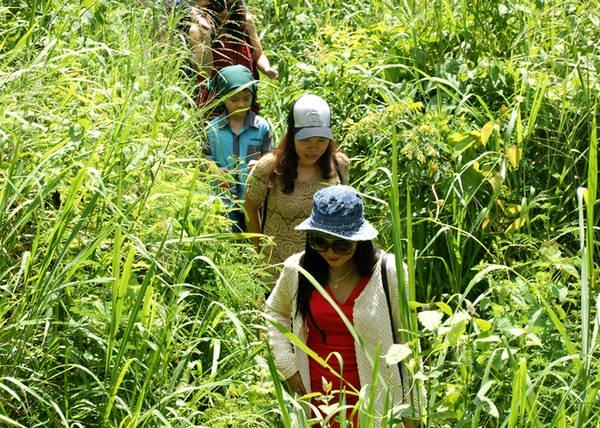 Năm 1988, Đá Ba Chồng Định Quán được Bộ Văn hóa (nay là Bộ Văn hóa, Thể thao và Du lịch) xếp hạng di tích thắng cảnh cấp quốc gia. Hoang vu không tôn tạo hoặc xây dựng các dịch vụ du lịch, tuy nhiên với nét kỳ bí của mình, Đá Ba Chồng vẫn thu hút khách du lịch.
