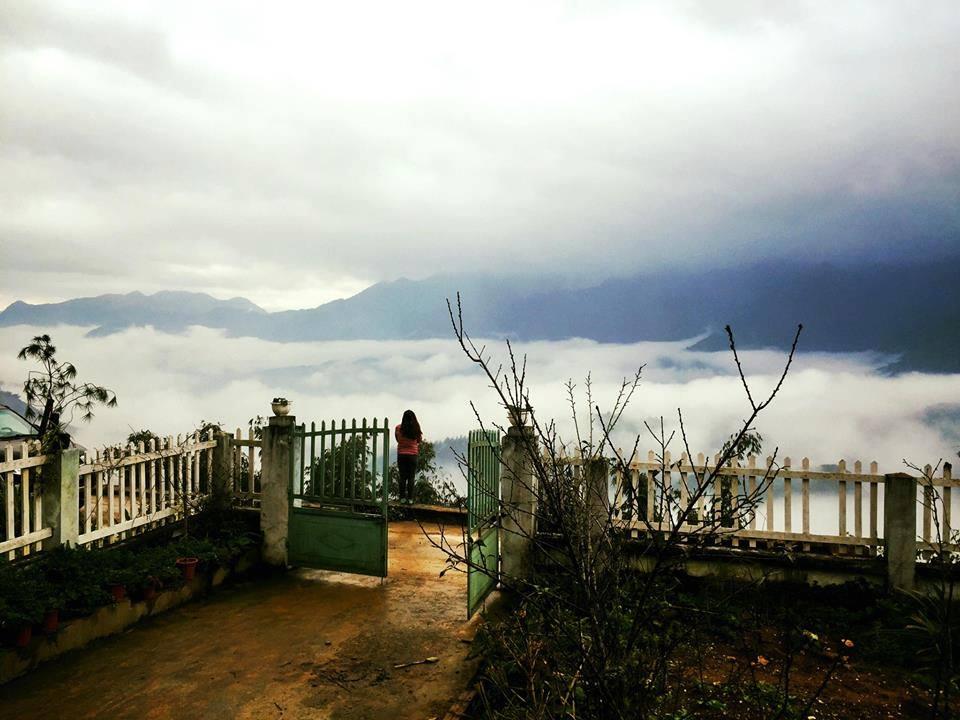 Tọa lạc ở cuối đường Hoàng Liên, VietTrekking Homestay có view ngắm biển mây cực đẹp, mở mắt ra là thấy không gian như lạc vào cõi tiên vậy, mỗi sáng thức dậy bạn sẽ được ngắm nhìn những tia nắng len lỏi qua biển mây trắng, cực đẹp. Từ nơi đây cũng có thể thấy đỉnh Fansipan nữa.