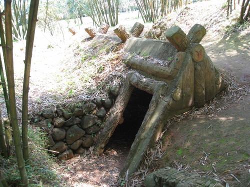 Một cửa vào địa đạo Vĩnh Mốc
