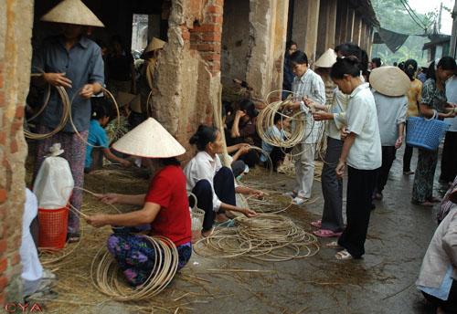 Phiên chợ nón Làng Chuông xưa